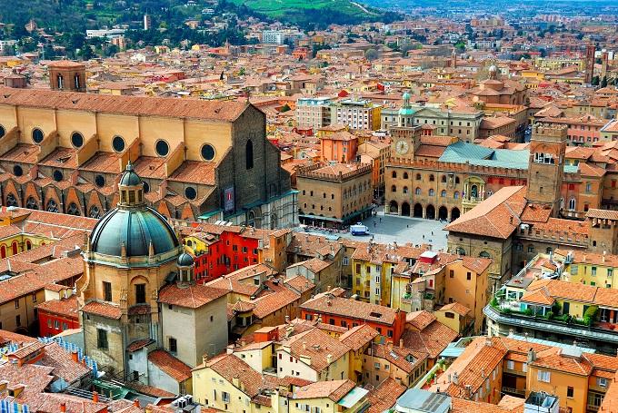 bologna_torre_degli_asinelli_italia